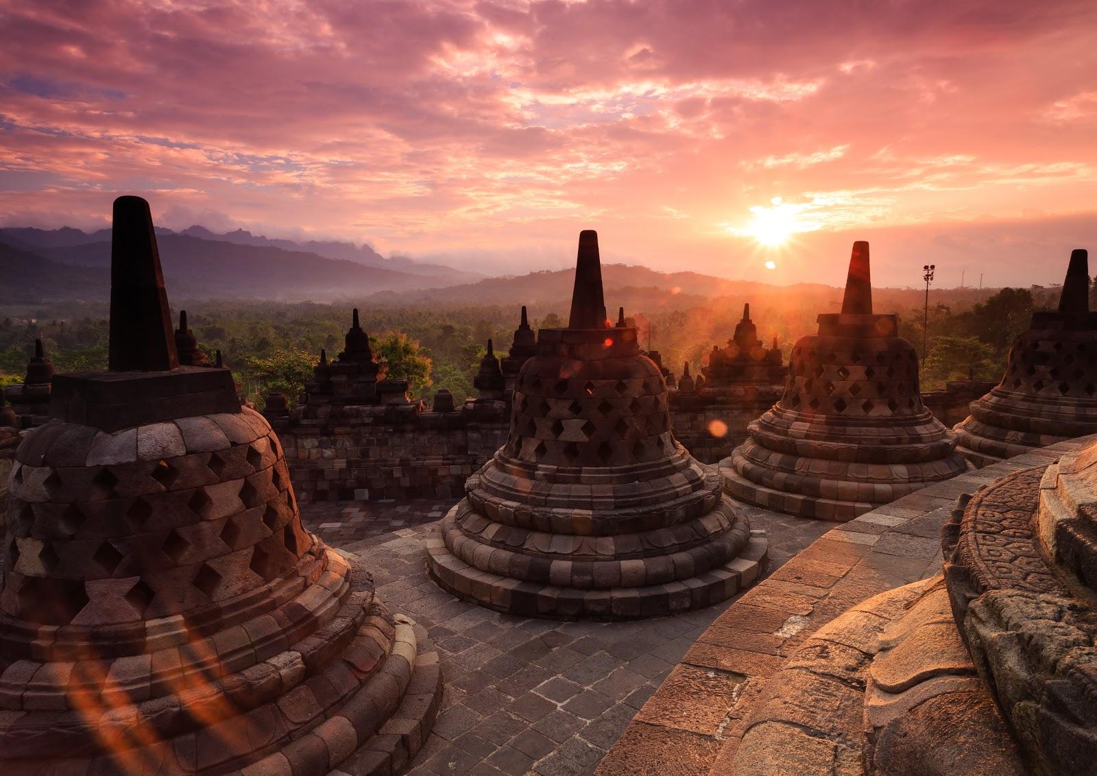 Candi Borobudur Kemegahan Candi Buddha Terbesar Dunia