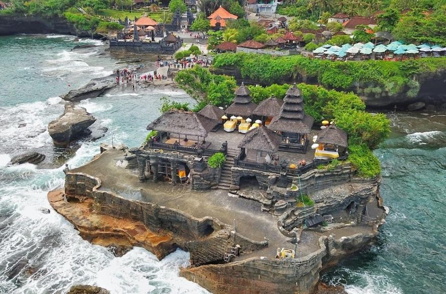 Tanah Lot, Menikmati Keindahan Wisata Pura Suci nan Sakral di Bali